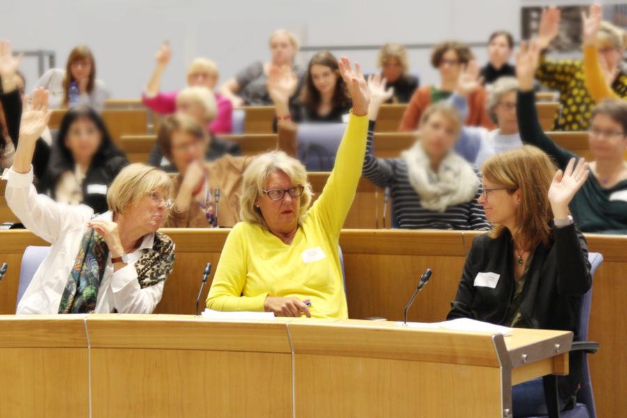 Gleichstellungsbeauftragte in einer Sitzung. Foto: Servicestelle für Gleichstellungsbeauftragte in RLP
